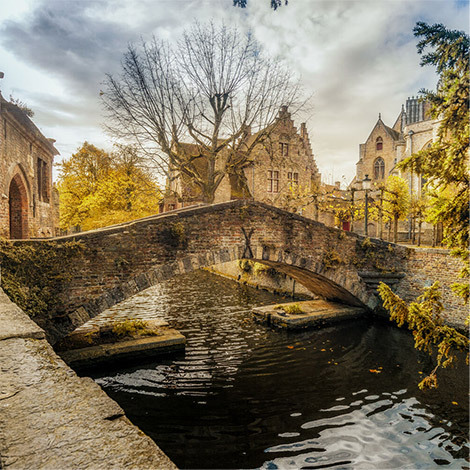 Bridge-hopping in Bruges